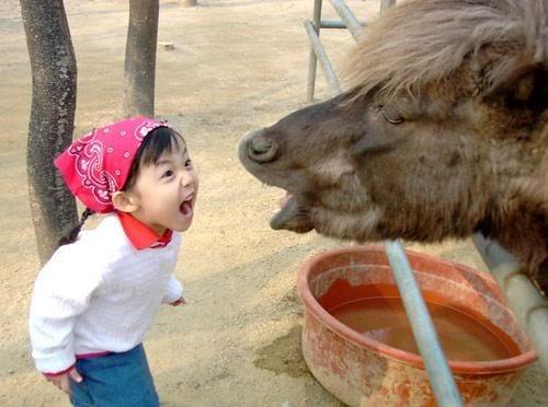 Фото детишек с животными (40 фото)