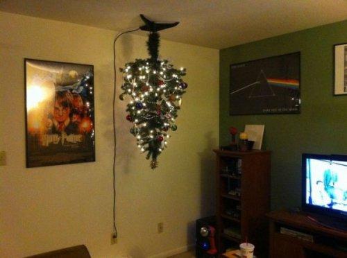 Креативный способ защитить ёлку от проделок кота (9 фото)
