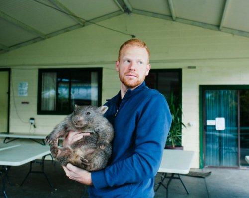 Как я полюбил вомбата: интернет покоряет история о домашнем питомце (7 фото)