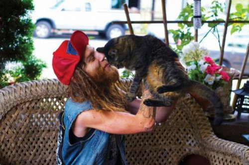 Металлисты и их кошки (19 фото)