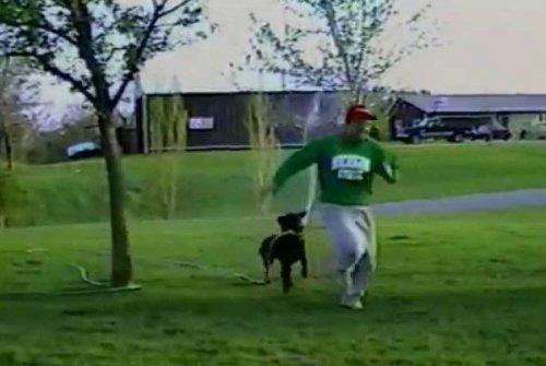 Юмор: Собака поливает хозяина водой