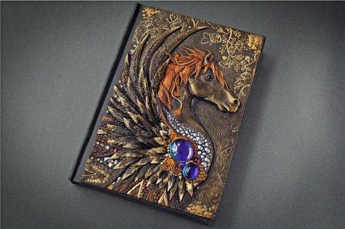 Драконы, совы и слоны: Волшебные обложки блокнотов из полимерной глины (7 фото+видео)