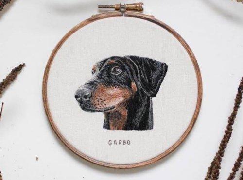 Гиперреалистические портреты собак: фантастическая вышивка (6 фото)