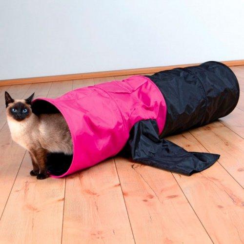 Как отучить кота портить обои и мебель?